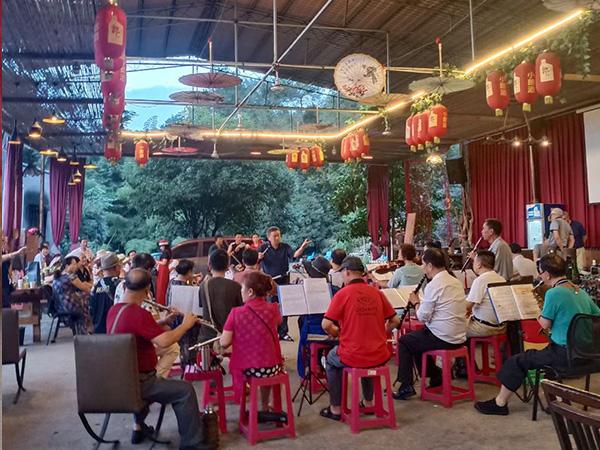 老年人团建音乐会